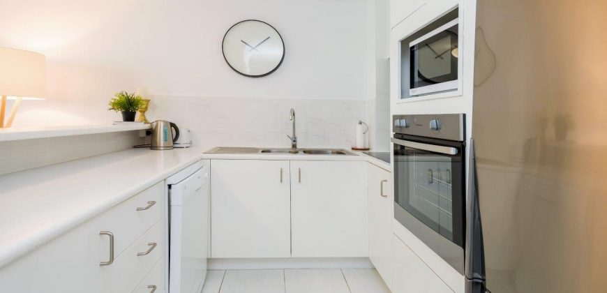 2 bedroom investment unit central Surfers Paradise
